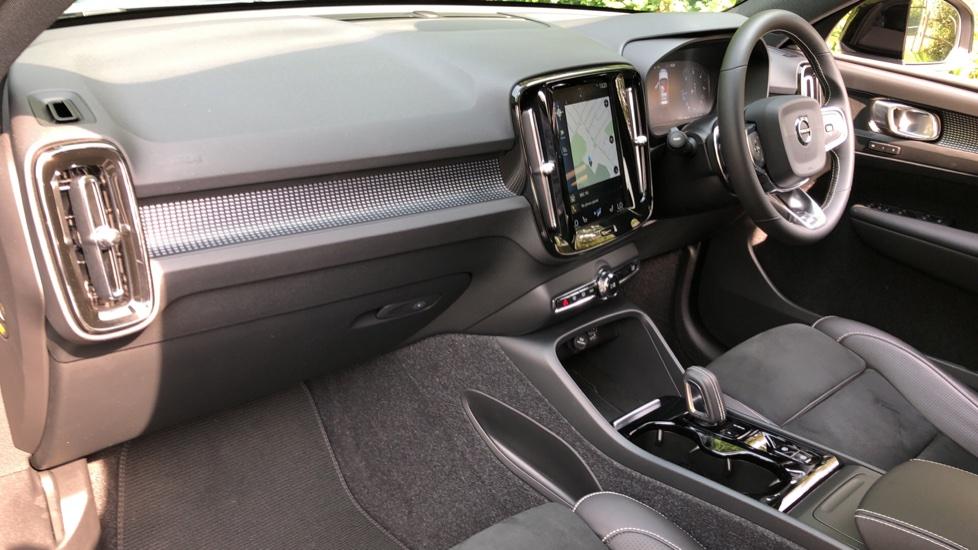 Volvo XC40 D3 R Design Pro Auto, Winter Plus & Convenience Pack, Intellisafe Pro Pack, Rear Camera  image 10