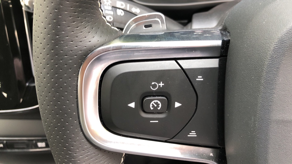 Volvo XC40 D3 R Design Pro Auto, Winter Plus & Convenience Pack, Intellisafe Pro Pack, Rear Camera  image 16
