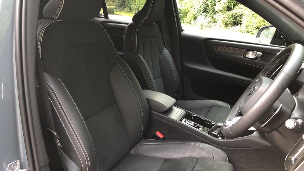 Volvo XC40 D3 R Design Pro Auto, Winter Plus & Convenience Pack, Intellisafe Pro Pack, Rear Camera  image 23