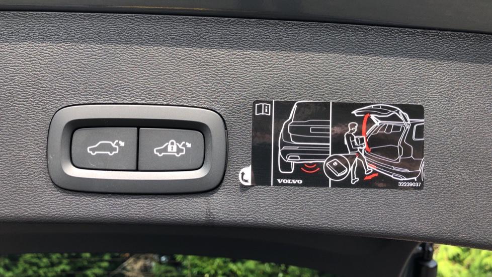 Volvo XC40 D3 R Design Pro Auto, Winter Plus & Convenience Pack, Intellisafe Pro Pack, Rear Camera  image 32