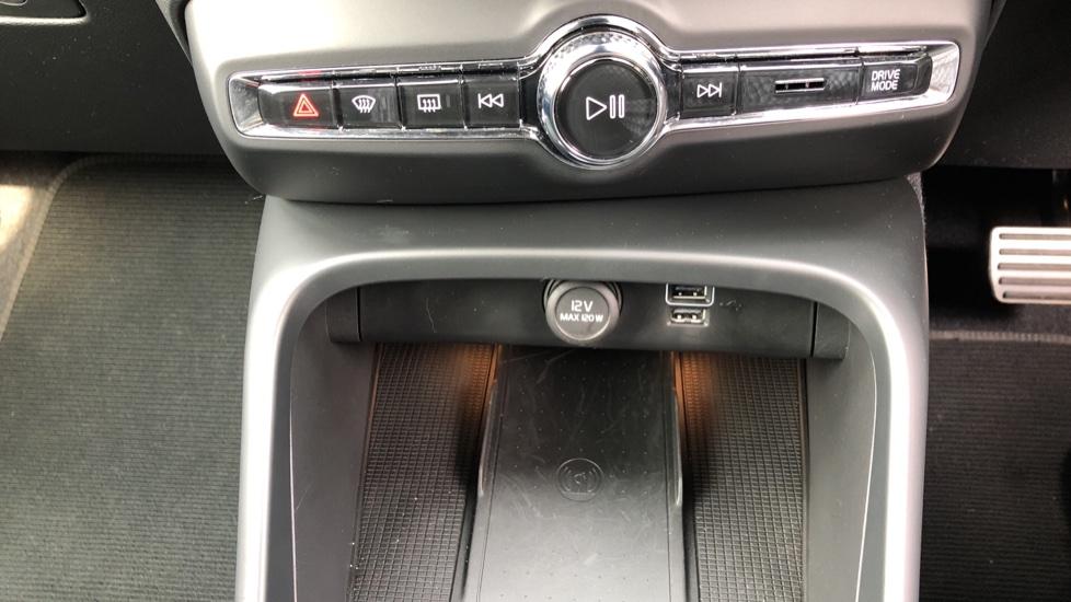 Volvo XC40 D3 R Design Pro Auto, Winter Plus & Convenience Pack, Intellisafe Pro Pack, Rear Camera  image 18