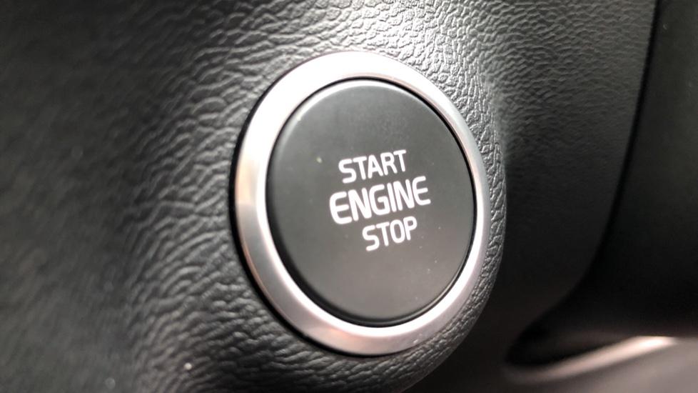 Volvo XC40 D3 R Design Pro Auto, Winter Plus & Convenience Pack, Intellisafe Pro Pack, Rear Camera  image 15