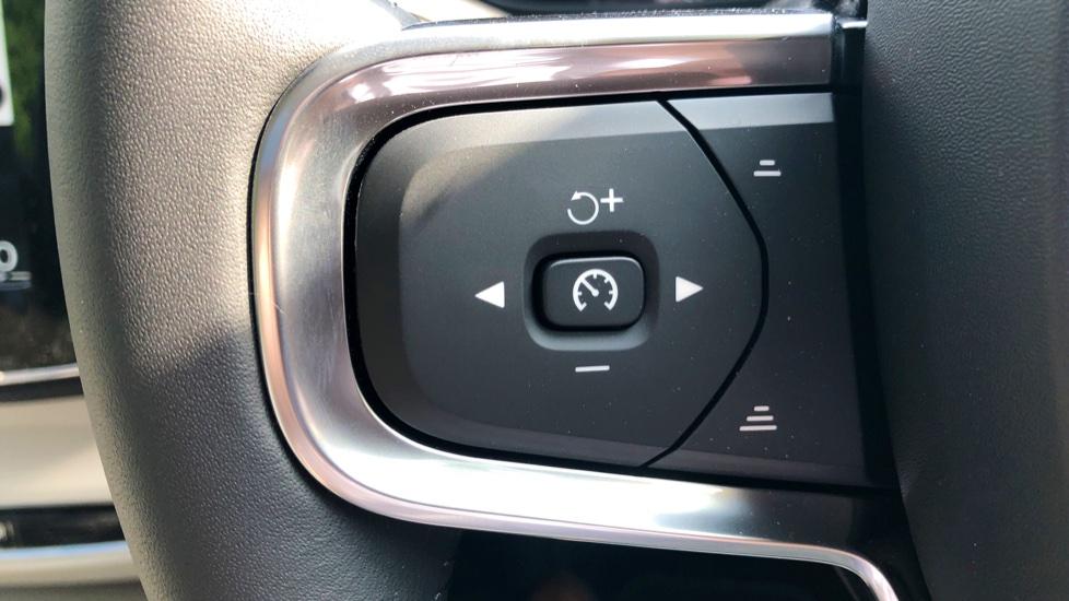 Volvo XC40 2 0 D3 Inscription Pro AWD Auto, Xenium, Intellisafe Surround,  Towbar, 20 Inch Wheels & Bodykit Diesel Automatic 5 door Estate (2019) at