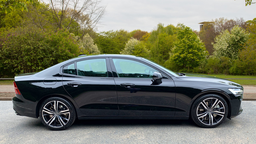 Volvo S60 2.0 T5 Petrol 250hp R Design Edition Nav Auto with Launch Pack, Rear Camera & Apple Car Play image 4