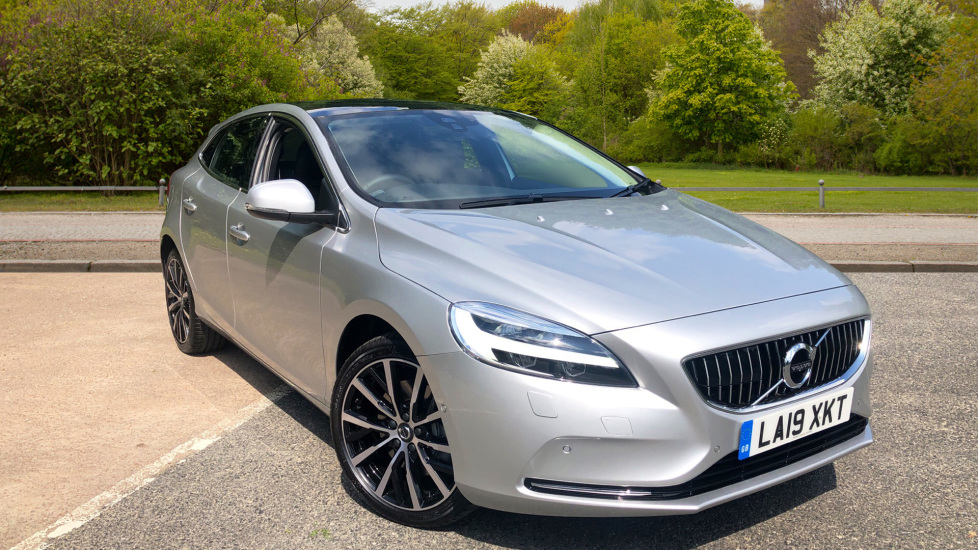 Volvo V40 D3 [152] Inscription Edition Nav Auto with Xenium Edt Pk, Winter Edt Pk & Active Bending Lights. 2.0 Diesel Automatic 5 door Hatchback (2020)