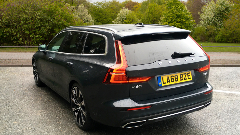 Volvo V60 2.0 D3 150hp Euro 6 Inscription Pro Nav Auto with Xenium Pack, Intellisafe Pro & Smartphone image 2