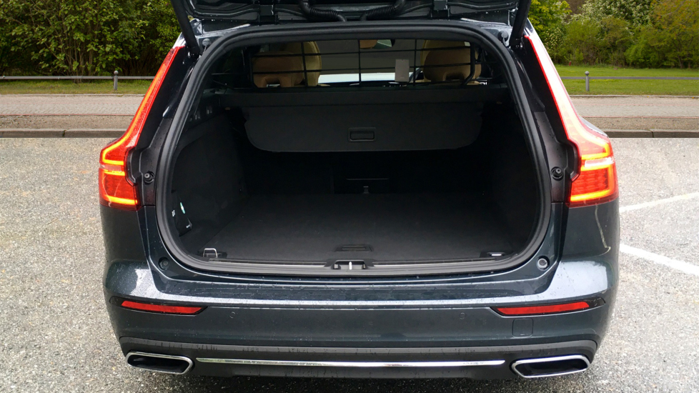 Volvo V60 2.0 D3 150hp Euro 6 Inscription Pro Nav Auto with Xenium Pack, Intellisafe Pro & Smartphone image 11