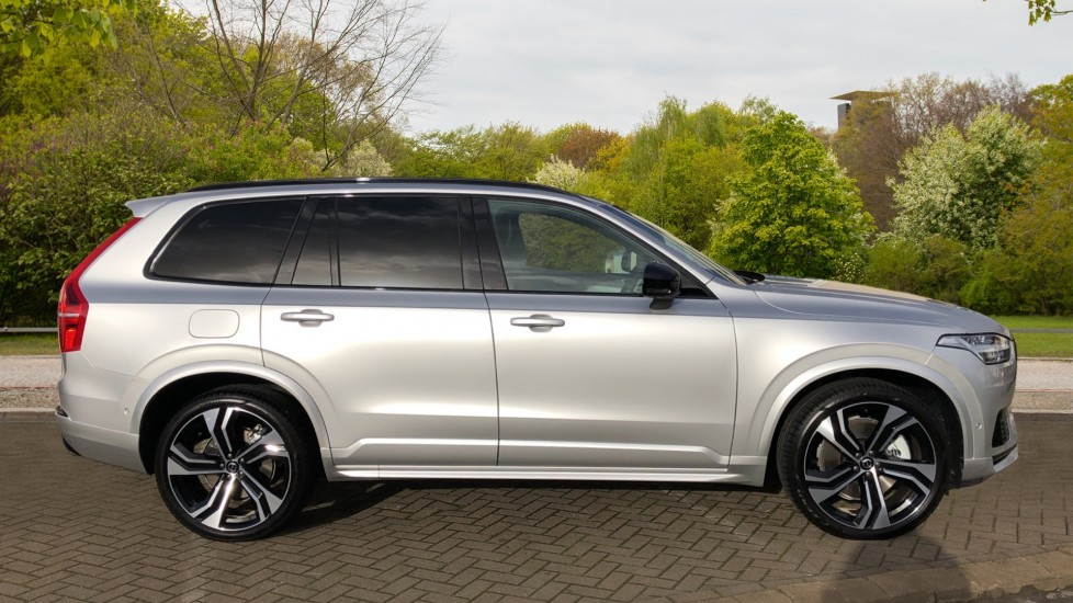 Volvo XC90 T8 Recharge PHEV R Design Pro AWD Auto, Lounge, Climate & Driver Assist Packs, Sunroof, B & W image 2