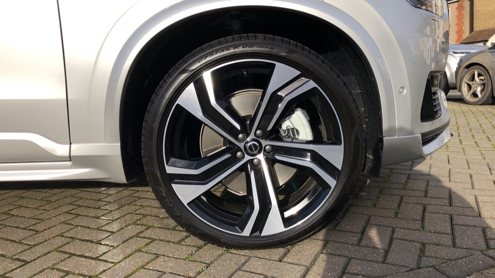 Volvo XC90 T8 Recharge PHEV R Design Pro AWD Auto, Lounge, Climate & Driver Assist Packs, Sunroof, B & W image 27
