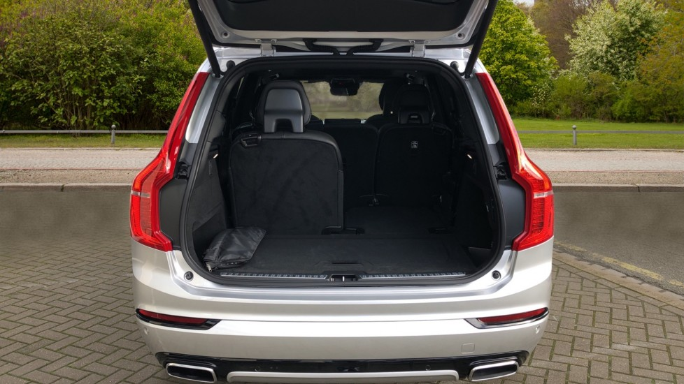 Volvo XC90 T8 Recharge PHEV R Design Pro AWD Auto, Lounge, Climate & Driver Assist Packs, Sunroof, B & W image 40