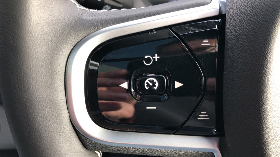 Volvo XC90 T8 Recharge PHEV R Design Pro AWD Auto, Lounge, Climate & Driver Assist Packs, Sunroof, B & W image 20