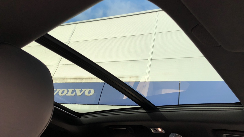 Volvo XC90 T8 Recharge PHEV R Design Pro AWD Auto, Lounge, Climate & Driver Assist Packs, Sunroof, B & W image 5