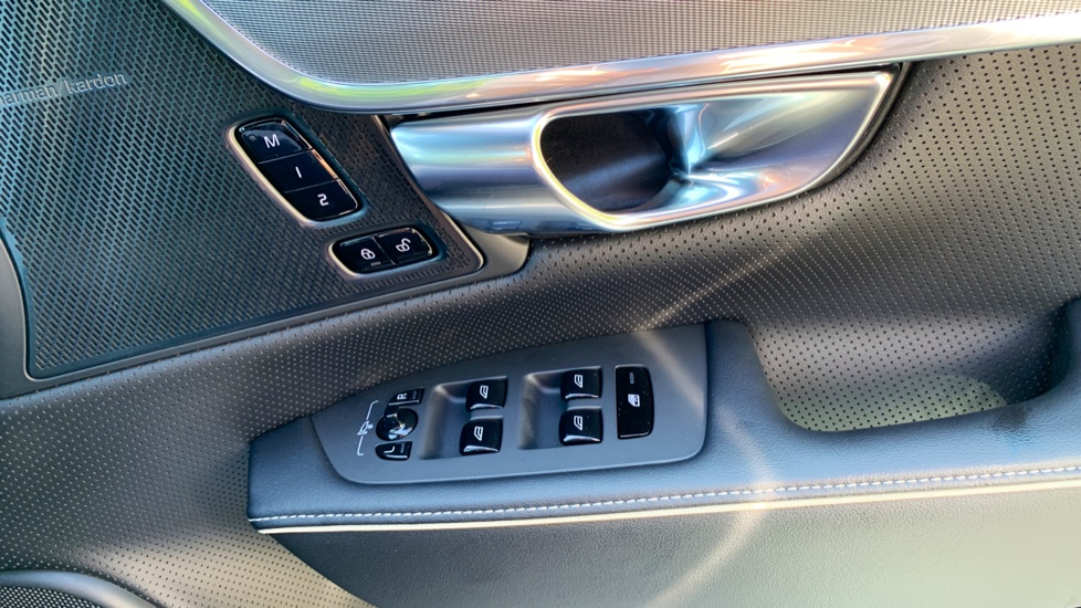 Volvo S90 T5 Petrol R Design Pro Nav Auto with SmartPhone, BLIS, Tints, 360Cam, Seat Pk & Xenium Pk image 17