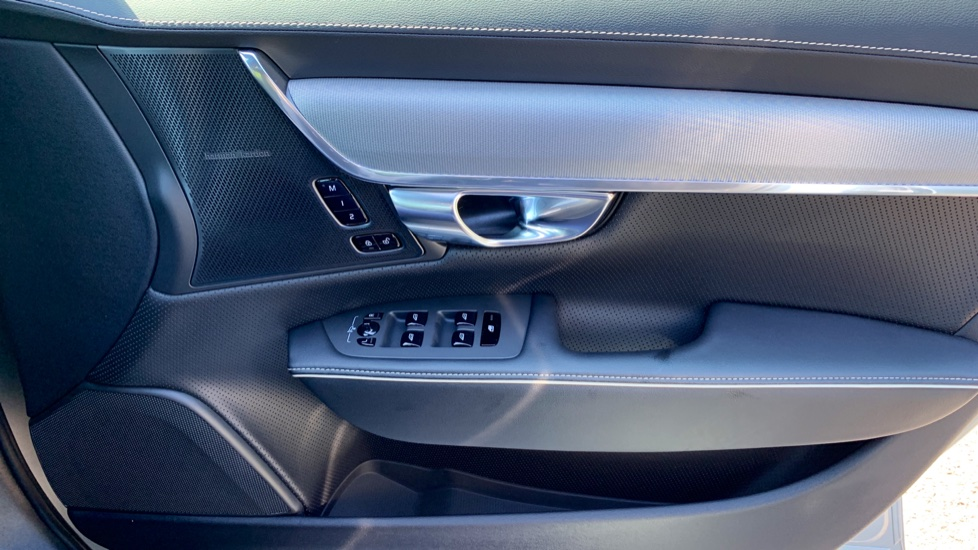Volvo S90 T5 Petrol R Design Pro Nav Auto with SmartPhone, BLIS, Tints, 360Cam, Seat Pk & Xenium Pk image 18