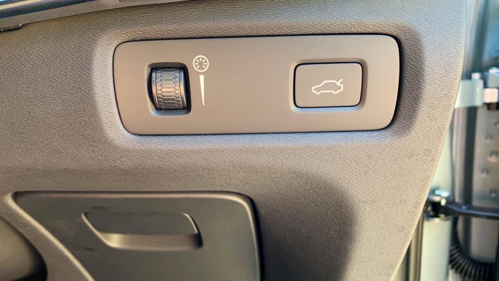 Volvo S90 T5 Petrol R Design Pro Nav Auto with SmartPhone, BLIS, Tints, 360Cam, Seat Pk & Xenium Pk image 26