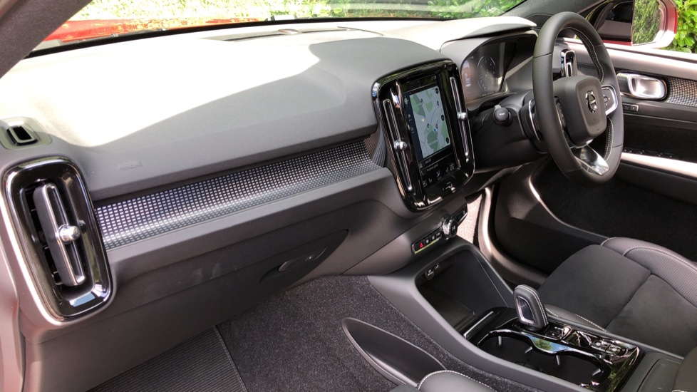 Volvo XC40 D3 R Design Pro AWD Auto, Xenium Pack, Pano Sunroof, 360 Cam, BLIS, Smartphone Integration image 10