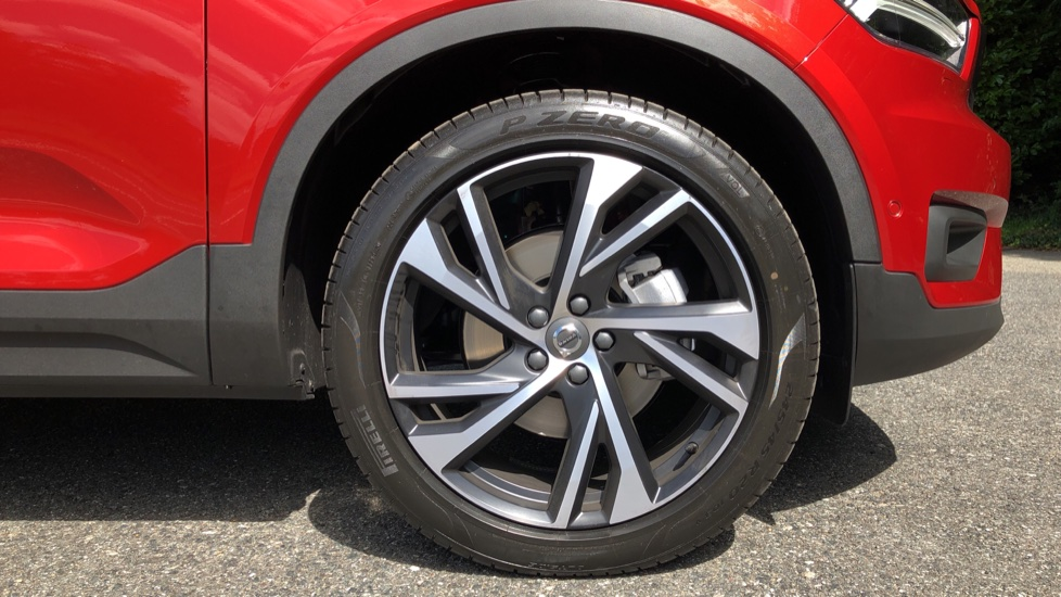 Volvo XC40 D3 R Design Pro AWD Auto, Xenium Pack, Pano Sunroof, 360 Cam, BLIS, Smartphone Integration image 16