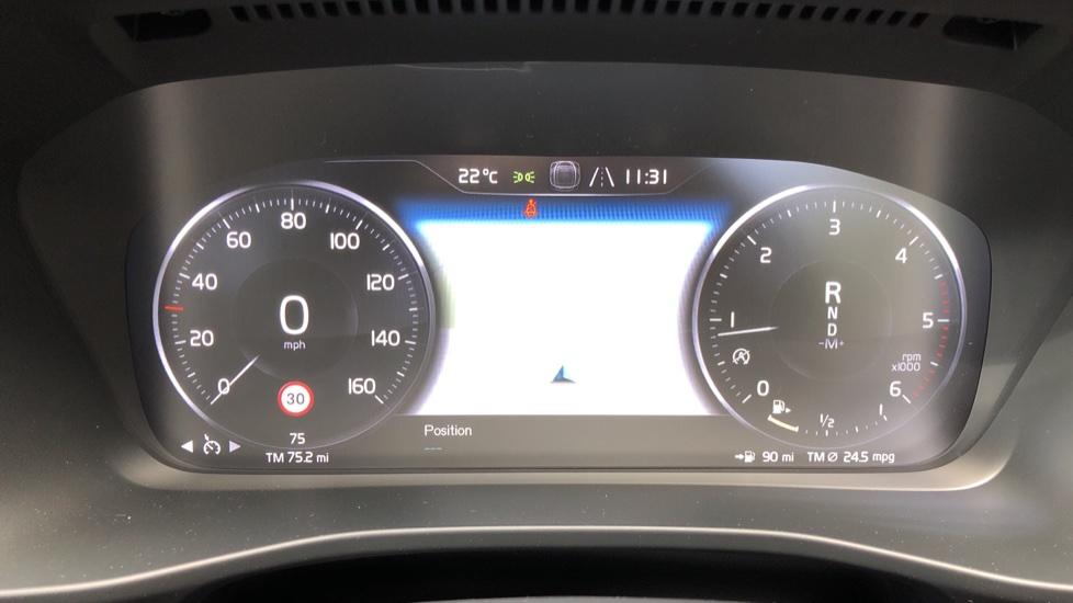 Volvo XC40 D3 R Design Pro AWD Auto, Xenium Pack, Pano Sunroof, 360 Cam, BLIS, Smartphone Integration image 11