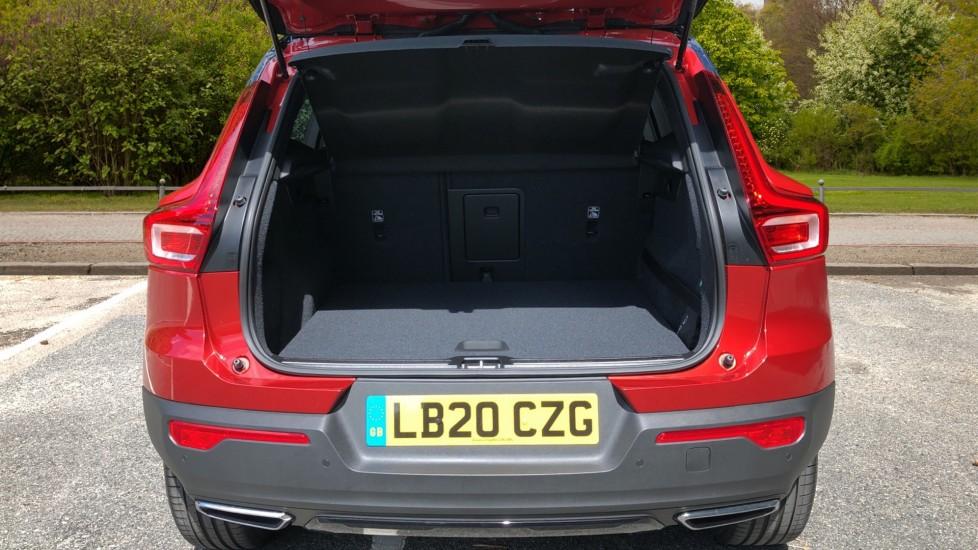 Volvo XC40 D3 R Design Pro AWD Auto, Xenium Pack, Pano Sunroof, 360 Cam, BLIS, Smartphone Integration image 17
