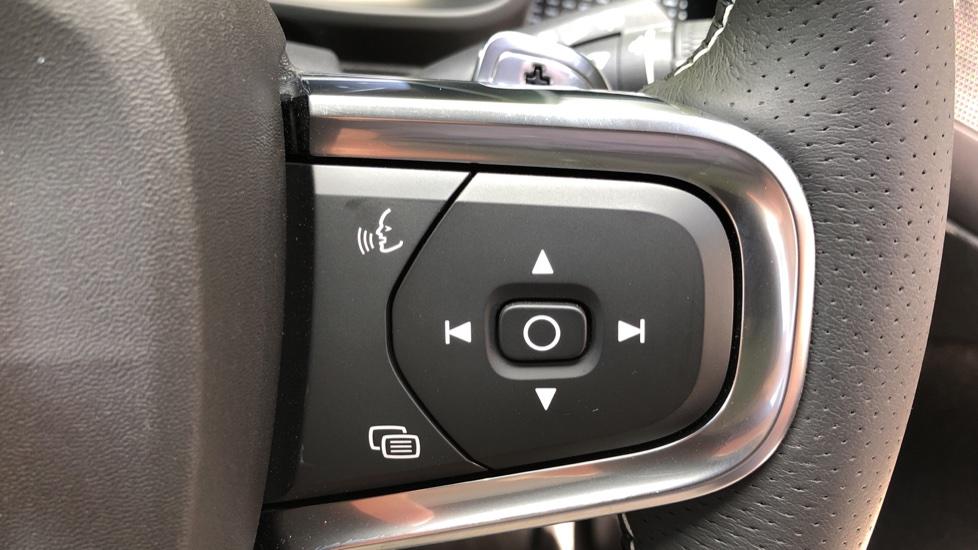 Volvo XC40 D3 R Design Pro AWD Auto, Xenium Pack, Pano Sunroof, 360 Cam, BLIS, Smartphone Integration image 21