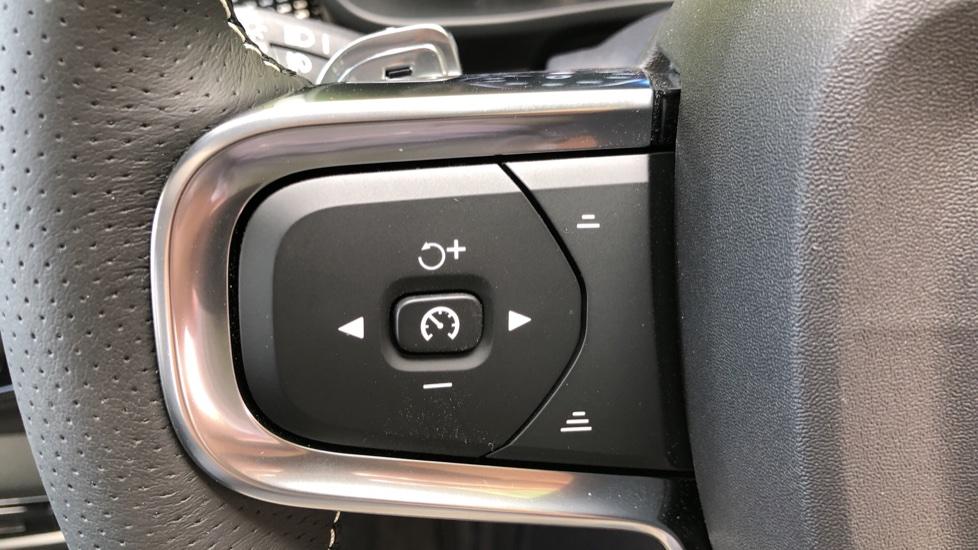 Volvo XC40 D3 R Design Pro AWD Auto, Xenium Pack, Pano Sunroof, 360 Cam, BLIS, Smartphone Integration image 20