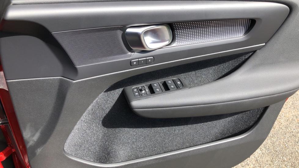 Volvo XC40 D3 R Design Pro AWD Auto, Xenium Pack, Pano Sunroof, 360 Cam, BLIS, Smartphone Integration image 34