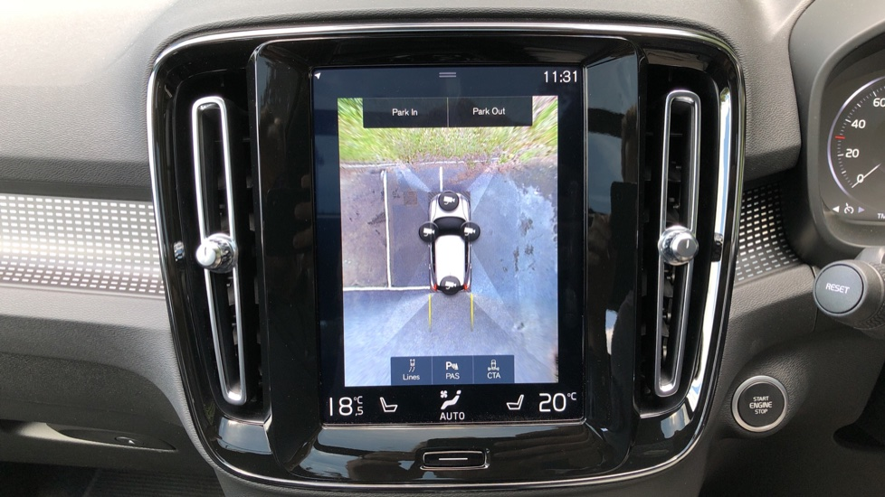Volvo XC40 D3 R Design Pro AWD Auto, Xenium Pack, Pano Sunroof, 360 Cam, BLIS, Smartphone Integration image 7