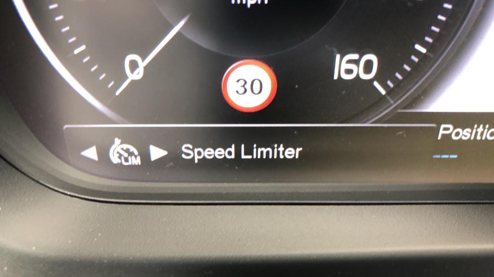 Volvo XC40 D3 R Design Pro AWD Auto, Xenium Pack, Pano Sunroof, 360 Cam, BLIS, Smartphone Integration image 23
