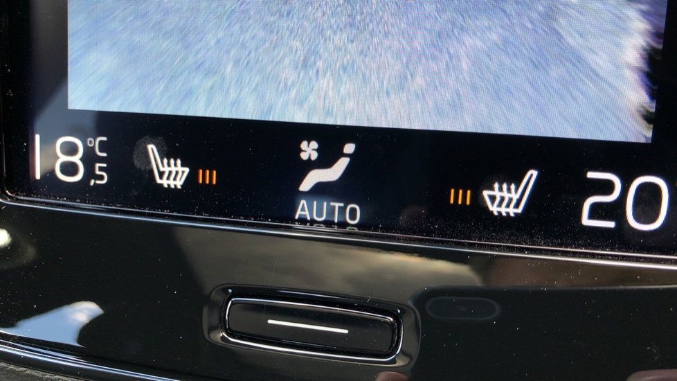 Volvo XC40 D3 R Design Pro AWD Auto, Xenium Pack, Pano Sunroof, 360 Cam, BLIS, Smartphone Integration image 15