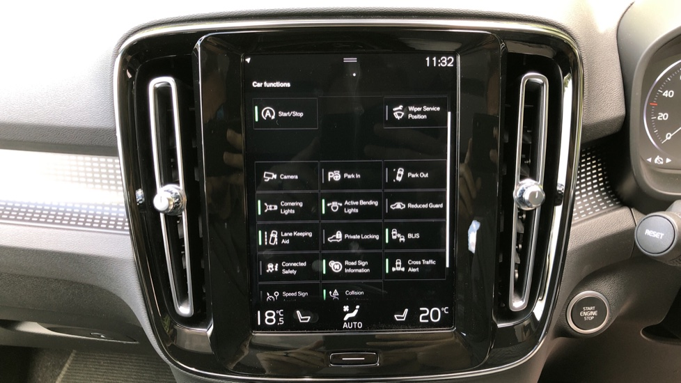 Volvo XC40 D3 R Design Pro AWD Auto, Xenium Pack, Pano Sunroof, 360 Cam, BLIS, Smartphone Integration image 25