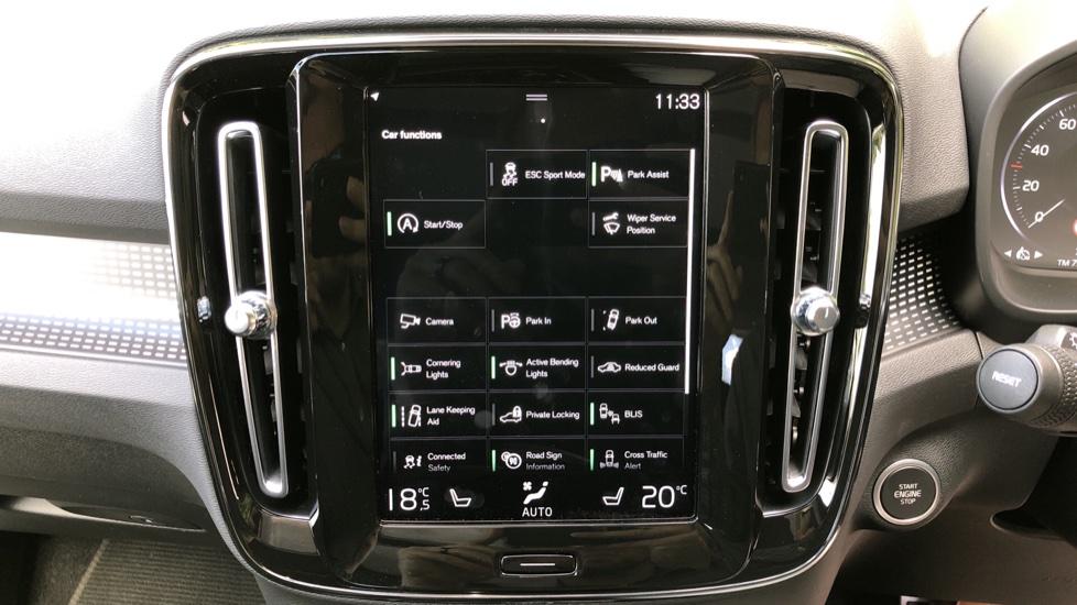 Volvo XC40 D3 R Design Pro AWD Auto, Xenium Pack, Pano Sunroof, 360 Cam, BLIS, Smartphone Integration image 27