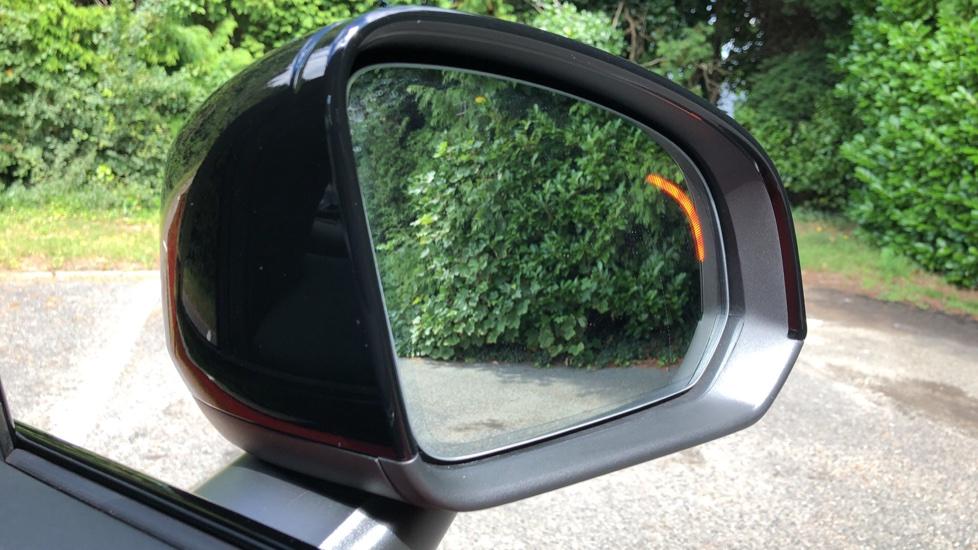 Volvo XC40 D3 R Design Pro AWD Auto, Xenium Pack, Pano Sunroof, 360 Cam, BLIS, Smartphone Integration image 8