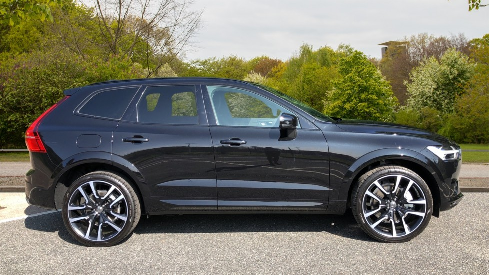 Volvo XC60 T8 Hybrid R Design Pro AWD Auto, Bowers & Wilkins, Xenium, Family & Convenience Packs, Sunroof image 2