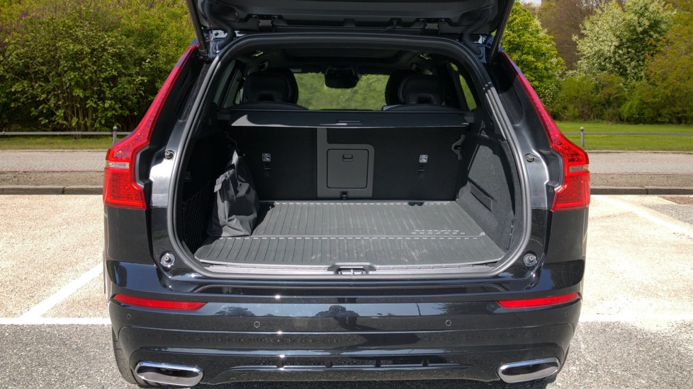 Volvo XC60 T8 Hybrid R Design Pro AWD Auto, Bowers & Wilkins, Xenium, Family & Convenience Packs, Sunroof image 36
