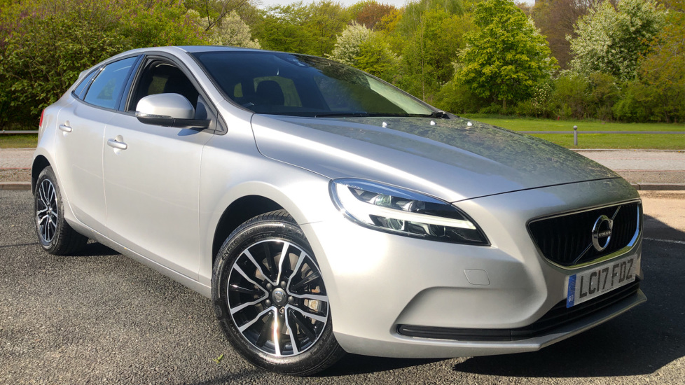 Volvo V40 T3 Momentum Auto, Rear Park Sensors, City Safety, LED Daytime Running Lights, Climate Control 1.5 Automatic 5 door Hatchback (2017)