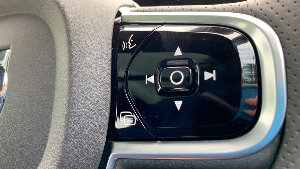 Volvo V90 2.0 T4 R Design Auto W. Winter Pack, Xenium Pack & Smartphone Integration  image 14