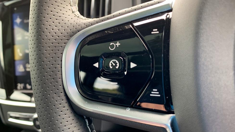Volvo V90 2.0 T4 R Design Auto W. Winter Pack, Xenium Pack & Smartphone Integration  image 15