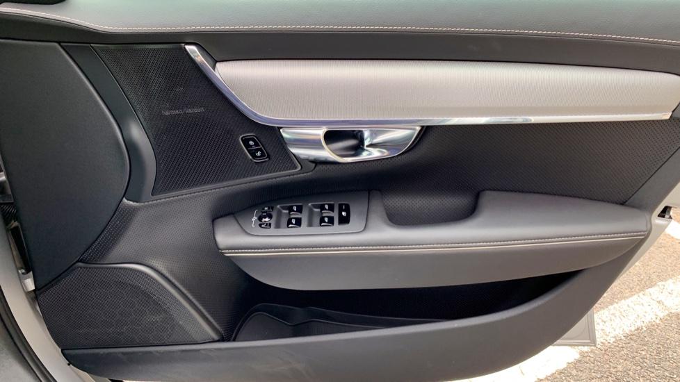 Volvo V90 2.0 T4 R Design Auto W. Winter Pack, Xenium Pack & Smartphone Integration  image 17