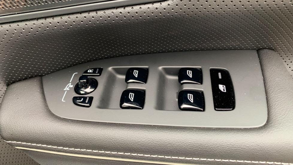 Volvo V90 2.0 T4 R Design Auto W. Winter Pack, Xenium Pack & Smartphone Integration  image 18