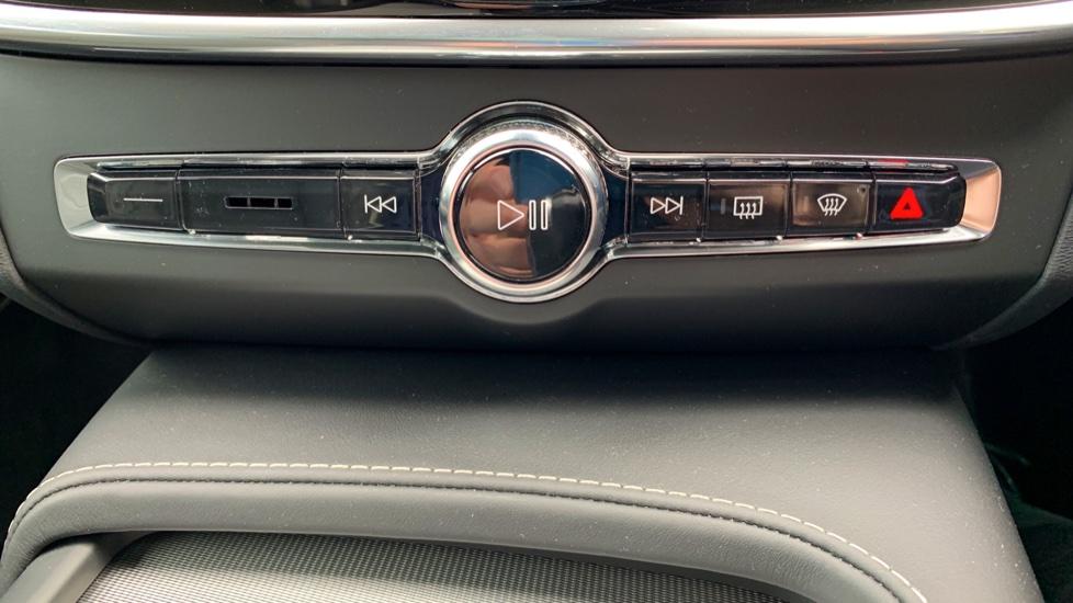 Volvo V90 2.0 T4 R Design Auto W. Winter Pack, Xenium Pack & Smartphone Integration  image 20