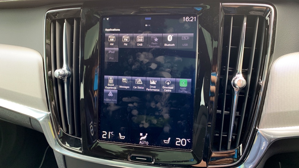 Volvo V90 2.0 T4 R Design Auto W. Winter Pack, Xenium Pack & Smartphone Integration  image 21