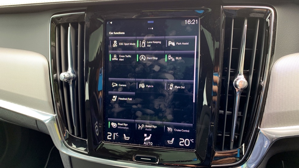 Volvo V90 2.0 T4 R Design Auto W. Winter Pack, Xenium Pack & Smartphone Integration  image 22