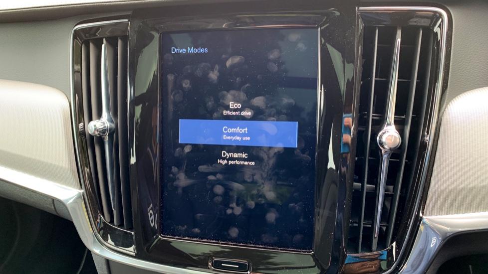 Volvo V90 2.0 T4 R Design Auto W. Winter Pack, Xenium Pack & Smartphone Integration  image 23
