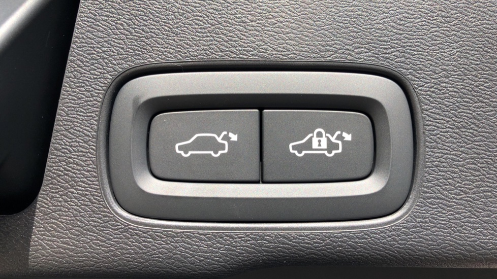 Volvo XC60 T8 Plug In Hybrid AWD R Design Pro Auto, Xenium, Family & Convenience Packs, IntelliPro, HK Audio image 33