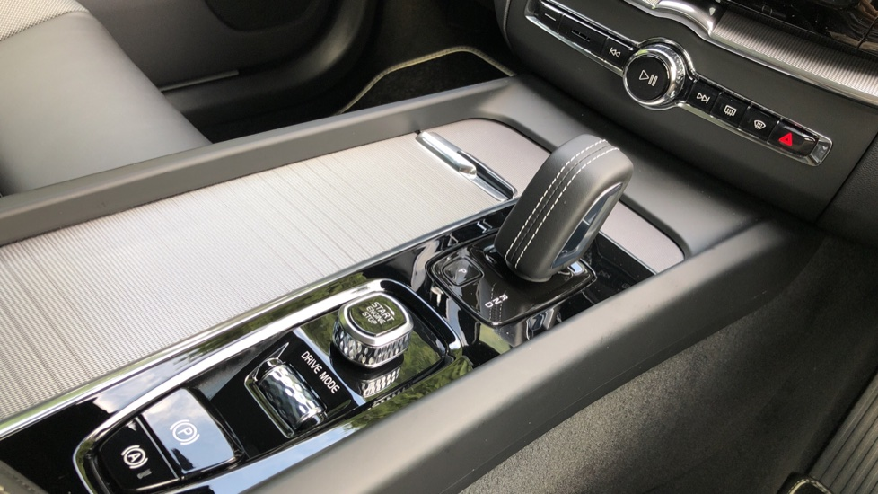 Volvo XC60 T8 Plug In Hybrid AWD R Design Pro Auto, Xenium, Family & Convenience Packs, IntelliPro, HK Audio image 29