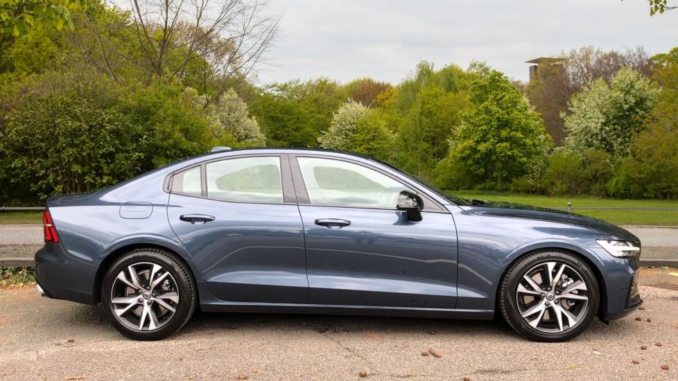 Volvo S60 T5 R Design Plus Auto, Nav, Active Bending Lights, Head Up Display, Keyless Drive, F & R Sensors image 2