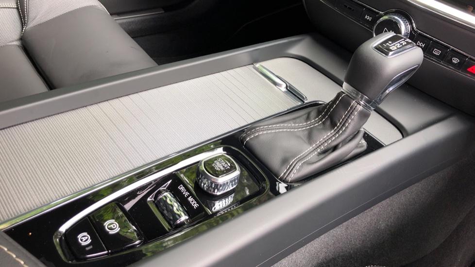 Volvo S60 T5 R Design Plus Auto, Nav, Active Bending Lights, Head Up Display, Keyless Drive, F & R Sensors image 27