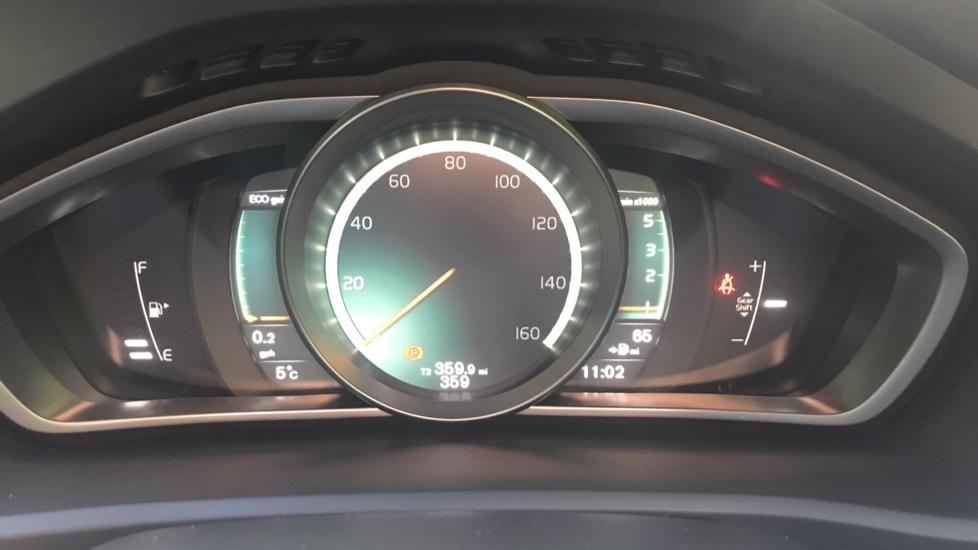 Volvo V40 D2 R Design Pro Edition Manual, Winter Pk, Nav, Rear Camera, F & R Sensors, Bending Lights. image 12