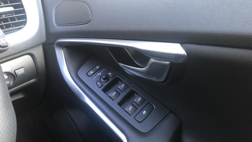 Volvo V40 D2 R Design Pro Edition Manual, Winter Pk, Nav, Rear Camera, F & R Sensors, Bending Lights. image 18