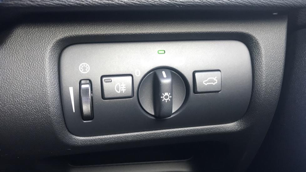 Volvo V40 D2 R Design Pro Edition Manual, Winter Pk, Nav, Rear Camera, F & R Sensors, Bending Lights. image 19